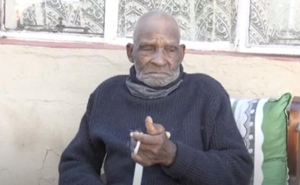 """Morto l'uomo più vecchio del mondo: a 116 anni si faceva ancora le """"bionde"""""""