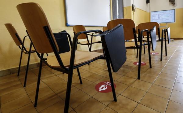 Il record italiano, una scuola chiusa ancora prima della riapertura