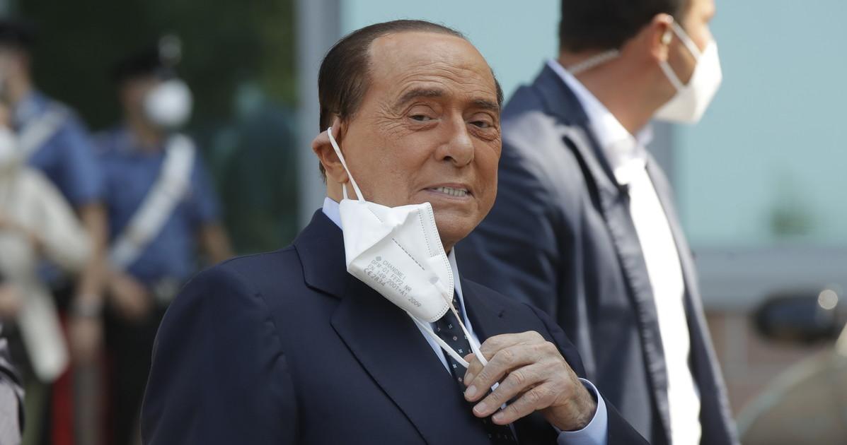 Силвио Берлускони е приет в болница