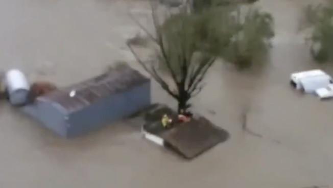 Morti, dispersi, strade e ponti crollati. Il maltempo devasta il Piemonte: le immagini aeree