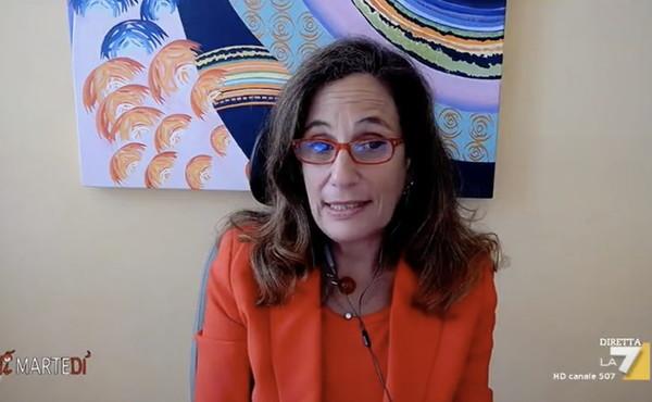Ilaria Capua, a Dimartedì la mazzata sui prossimi mesi: i vaccinati infettano, lo dicono anche le aziende