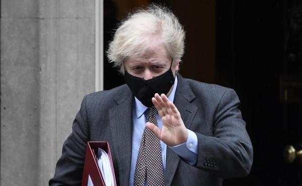 Fino a dieci anni di galera a chi viola la quarantena. Londra dichiara guerra ai furbetti del Covid