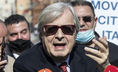 """Vittorio Sgarbi senza pietà su Andrea Scanzi: """"Fenomeno"""". E la pezza è  peggio del buco – Il Tempo"""