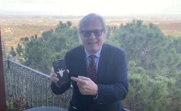 """Vittorio Sgarbi non si tiene: """"Come farsi una s**a"""", bomba a luci rosse sul governo"""