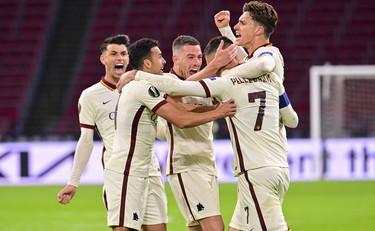 Pellegrini e Ibanez rovesciano l'Ajax, Roma da applausi