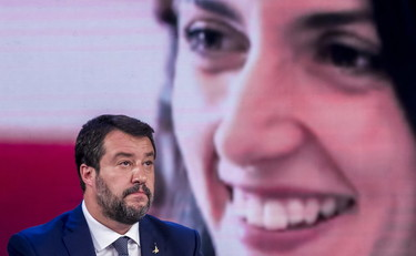 Salvini drives the rays frantically.  The mayor's response was furious