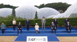 پرده غیرمنتظره بین ملکه و بوریس: آیا تظاهر کنیم؟  |  ویدئو