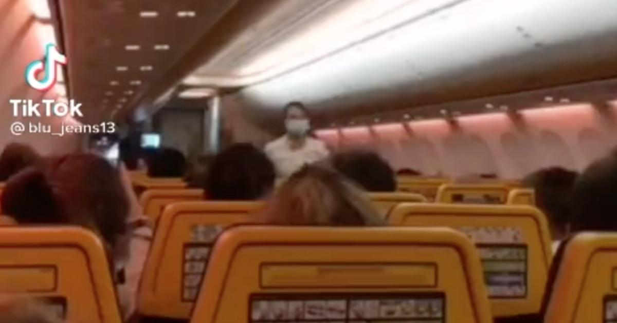 La notizia sconvolge il viaggio in aereo: l'annuncio che non ti aspetti