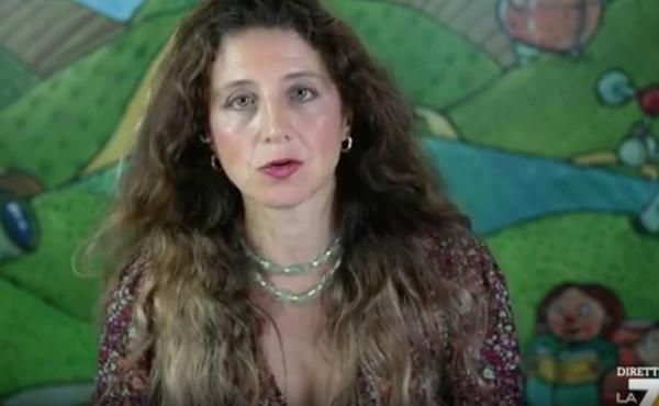 """DiMartedì, Barbara Gallavotti lancia l'allarme su Covid e vaccini: """"Le conseguenze sull'organo genitale maschile"""""""