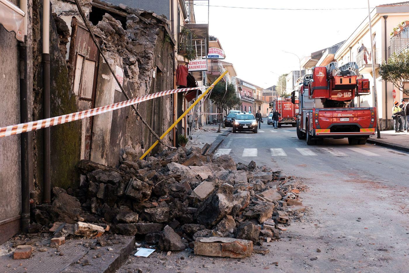 Catania, feriti e danni: le immagini del terremoto – Il Tempo